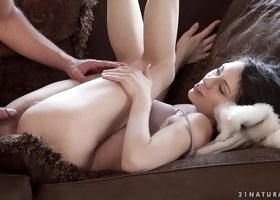 Exotic Arwen Gold is ready to experience the anus penetration