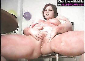 BBW rubs cake all over her fat body