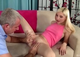Persuasive horny model  Piper Perri summits to hardcore sex